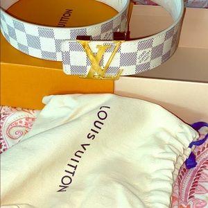 Louis Vuitton Authentic women's belt size 80/32